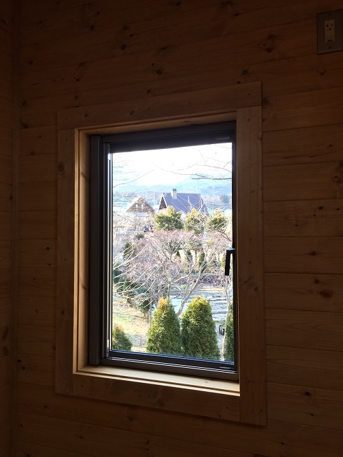 洋室窓風景坂本邸.jpg